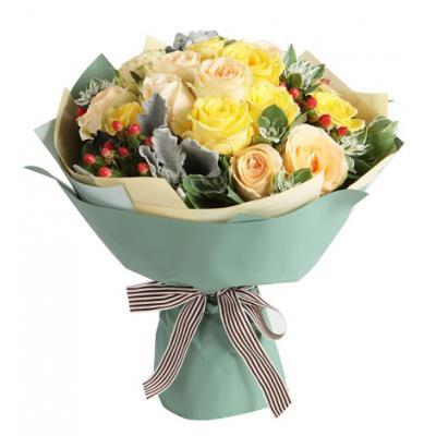 暗香----香槟玫瑰11枝,黄玫瑰8枝,红豆3枝