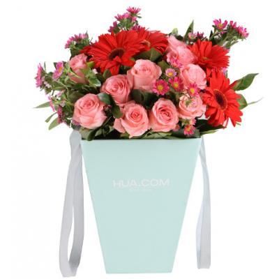 粉色甜蜜----黛安娜粉玫瑰11枝,红色扶郎5枝